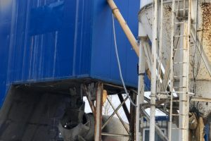 погрузка бетона на заводе производителя